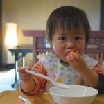 赤ちゃんは、いつから「スプーン・フォーク」が使えるようになるか?